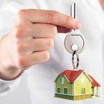 Три медицинских специалиста получили жилье из муниципального фонда
