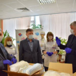 Депутаты Мособлдумы и реутовского Совета передали средства индивидуальной защиты врачам города