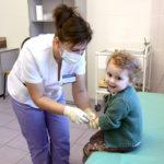 Плановый прием и вакцинацию детей возобновили в поликлиниках Реутова
